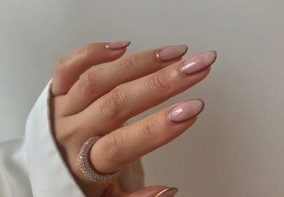 Długie paznokcie dzięki konturowaniu - jak je wykonać? Szybki trik