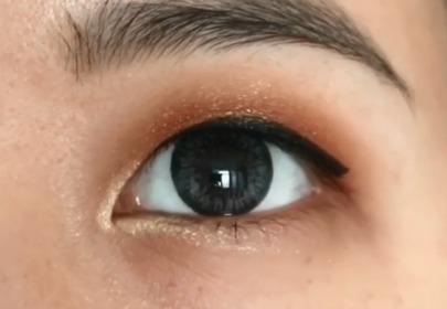 kreska eyelinerem przy opadającej powiece