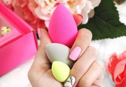 BeautyBlender w ręce