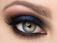 Granatowy makijaż oczu