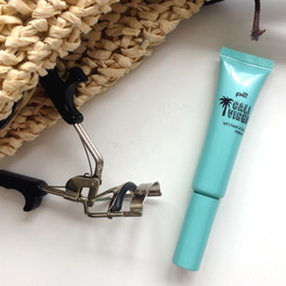 p2 Let's have a look mascara 010 sunny turquoise