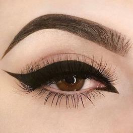 oko z idealnie narysowaną kreską eyelinerem