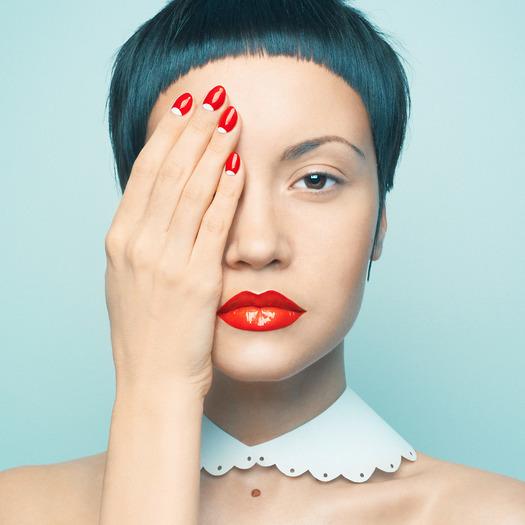 Makijaż z czerwoną szminką