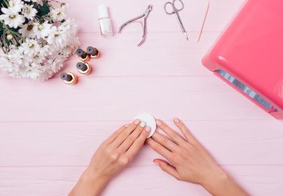 Kauczukowe lakiery do paznokci zastąpią hybrydy?