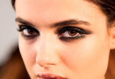 Makijaż oczu z graficzną kreską na jesień 2015