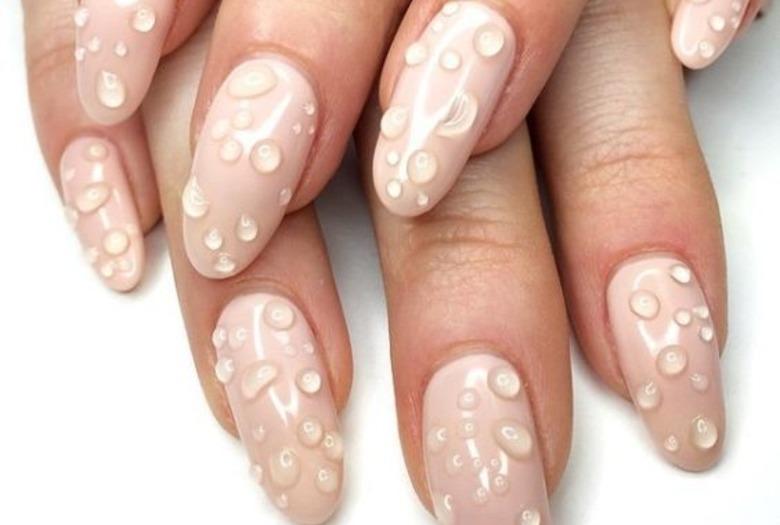 Modne paznokcie 2020 - water drop nails