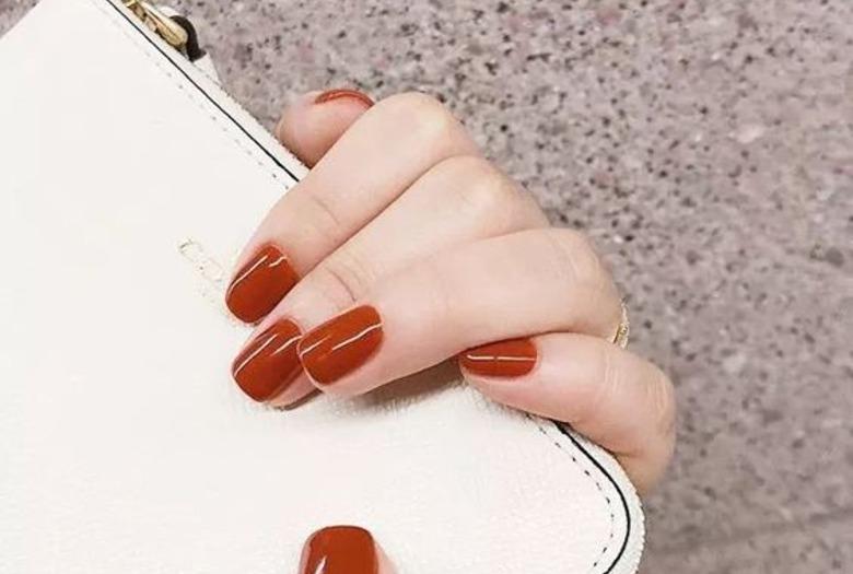 Modne paznokcie: caramel nails