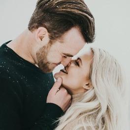 Para, która się całuje