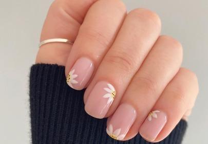 modny manicure 2020 daisy nails