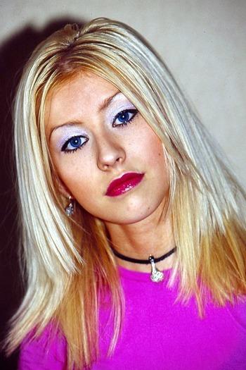 Christina Aguilera z białym cieniem