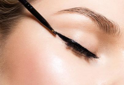 makijaż eyelinerem