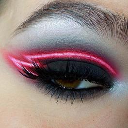 neonowa kreska na oku