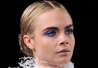 Niebieski makijaż oczu z największych pokazów
