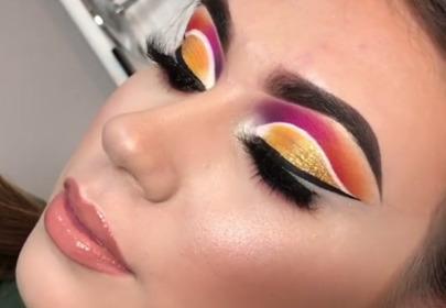 brunetka zbliżenie na makijaż oczu z invisible liner