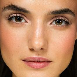 podkład do twarzy naturalny makijaż na modelce