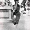 Marie-Helene Arnaud w żakiecie i z torebką Chanel_2.55, rok 1959