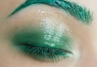 Makijaż glossy eye - jak go wykonać? VIDEO