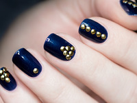 Video krok po kroku: manicure z ćwiekami