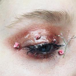 makijaż oczu z kwiatami inspiracja look