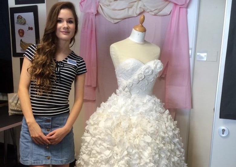 Rachel ze swoją suknią/fot. mat. promocyjne