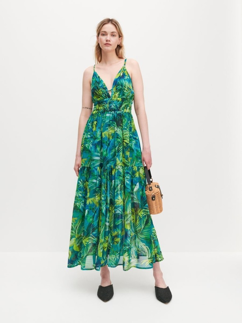 sukienka w stylu jennifer lopez to hit wyprzedaży w reserved