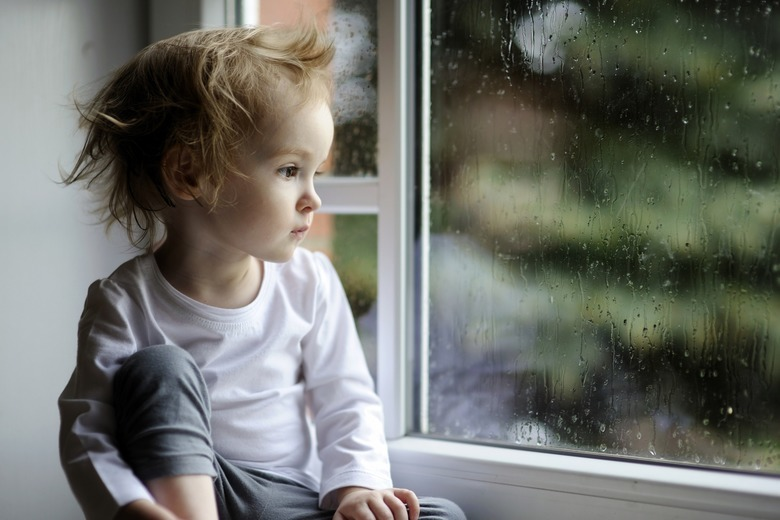 Dziecko w oknie
