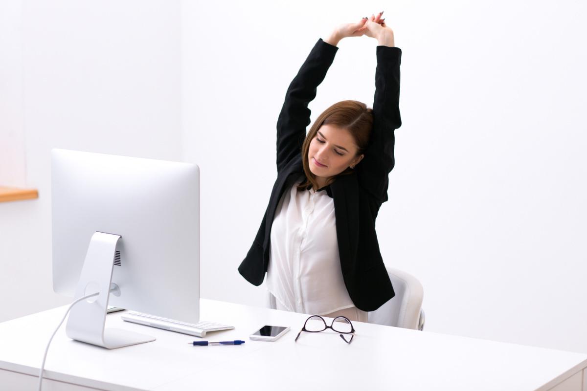 Znalezione obrazy dla zapytania ćwiczenia za biurkiem