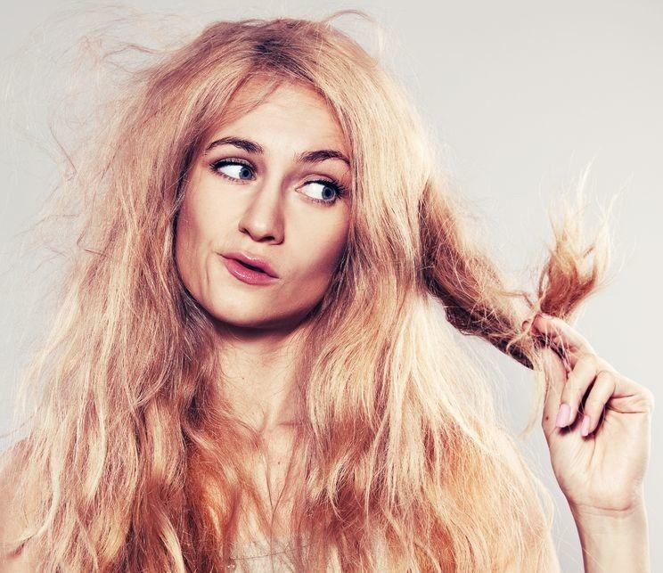 dlaczego włosy elektryzują się zimą