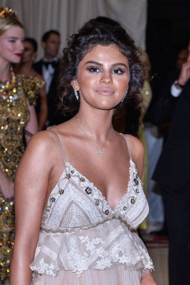 Selena Gomez Wpadka Makijażowa Gala Met Wizazpl
