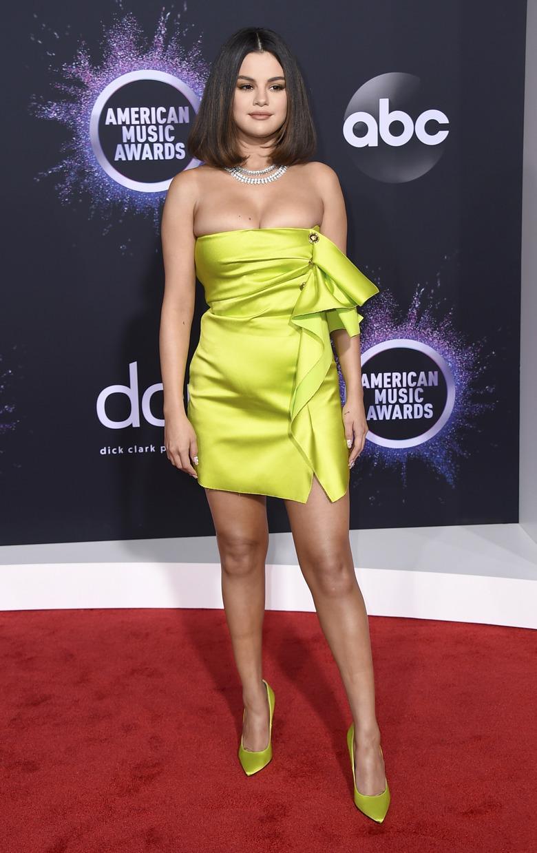 selena gomez limonkowa sukienka mini amas