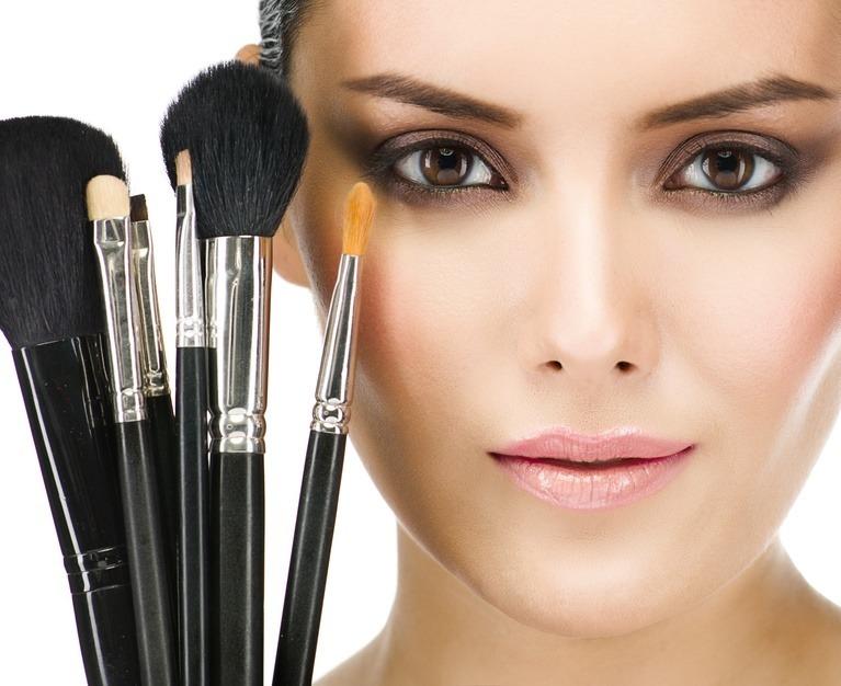 jak nakładać kosmetyki mineralne