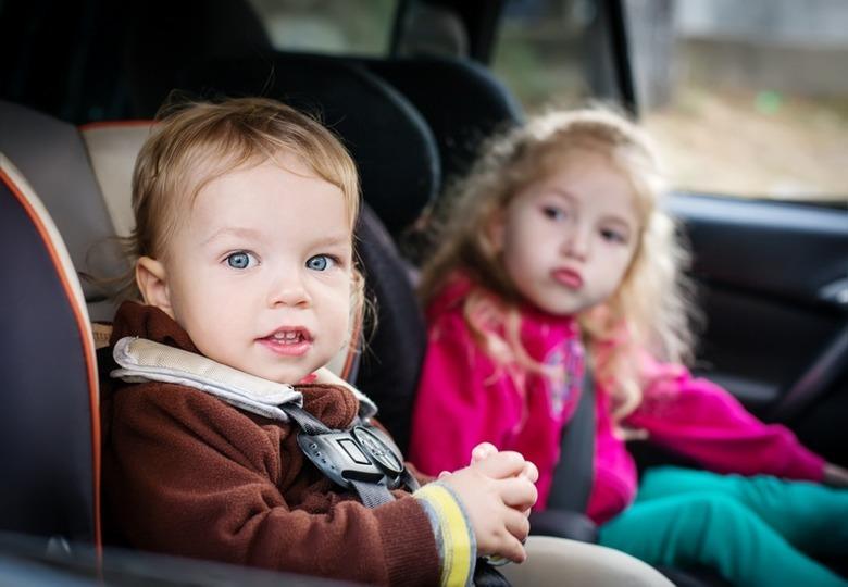 Przewożenie dzieci w fotelikach samochodowych