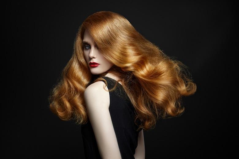 5 błędów, które powodują, że włosy się puszą