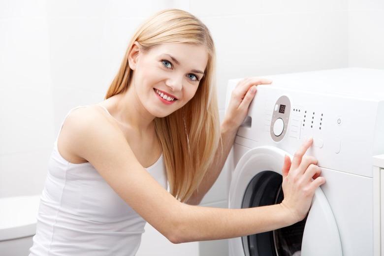 kobieta z pralką