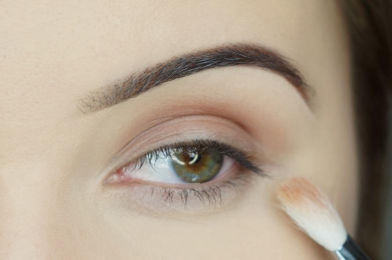 kolorowy makijaż oczu krok po kroku