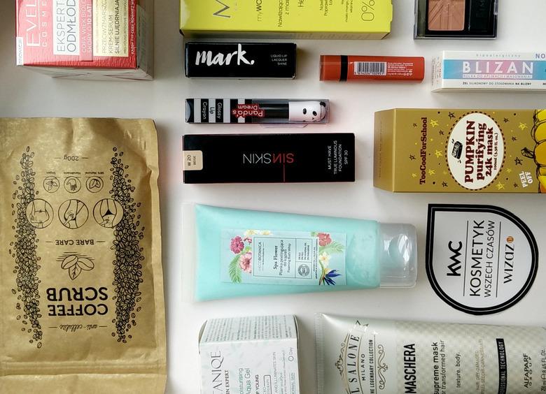 Recenzentka Października zgarnia pudło pełne kosmetyków