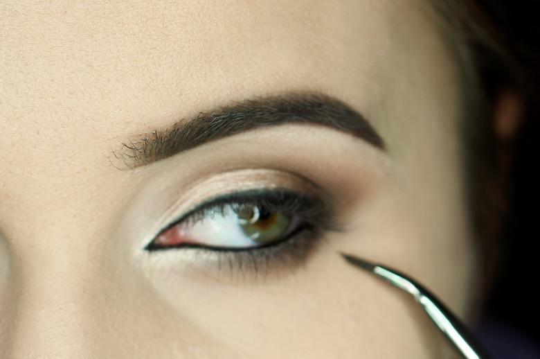 Makijaż podkreślający oczy krok po kroku