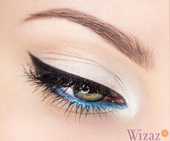 makijaż z kolorową kreską
