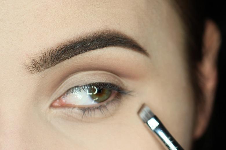Makijaż cut crease krok po kroku: