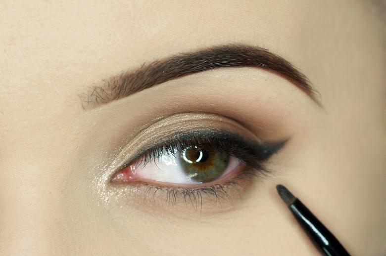 Makijaż w stylu glamour krok po kroku