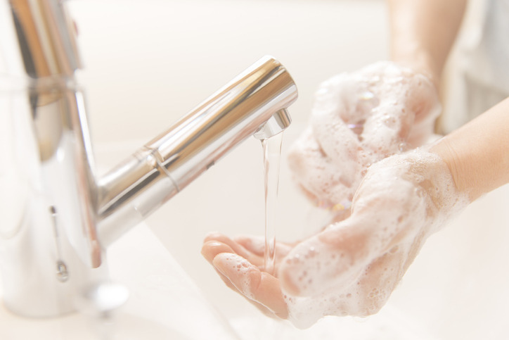 Jak umyć paznokcie?