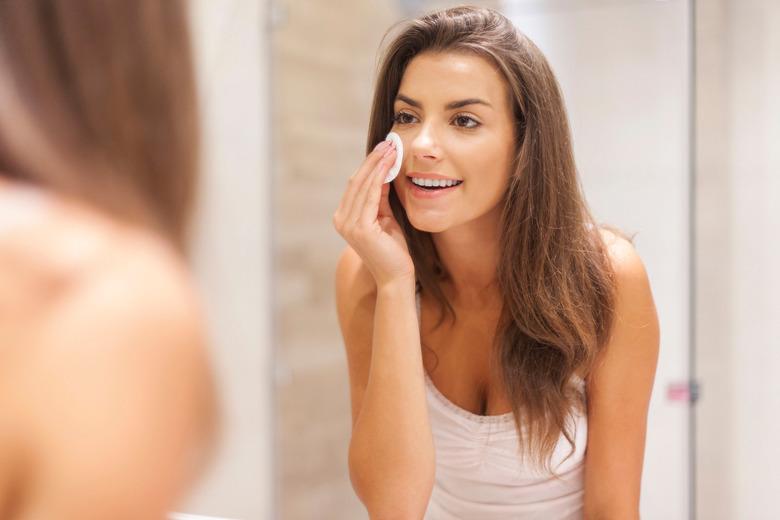 oczyszczanie skóry z trądzikiem