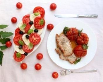 pomidor na talerzu