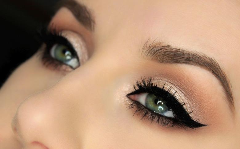 Makijaż w stylu Rihanny krok po kroku