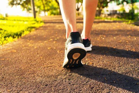 Spacer – 20 wielkich korzyści, które daje nam codzienne spacerowanie