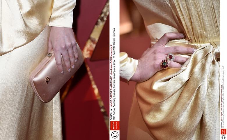 Torebka i pierścionki Dakoty Johnson na Oscarach 2017