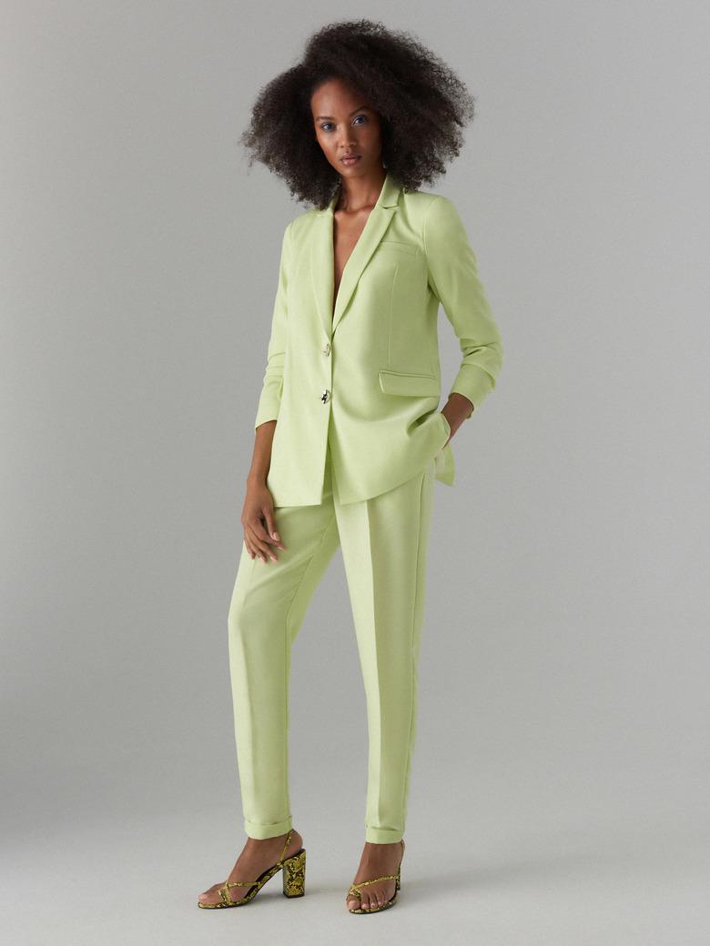 8d8bc2787c3b8e Zobacz damskie garnitury w modnych kolorach! MAYRA MODNY GARNITUR Z KONTRASTOWYM  LAMPASEM