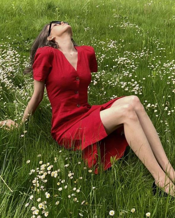 czerwona sukienka na wyprzedaży 2020 w reserved
