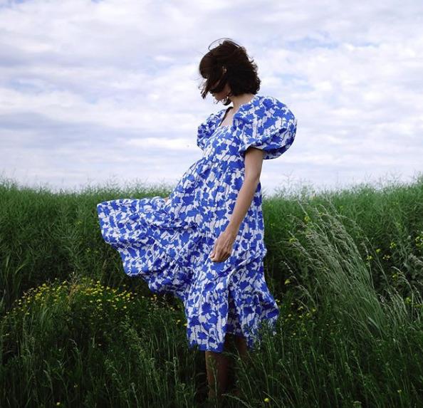 supermodna sukienka na lato 2020 z reserved