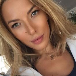 ewa chodakowska selfie uśmiechnięta